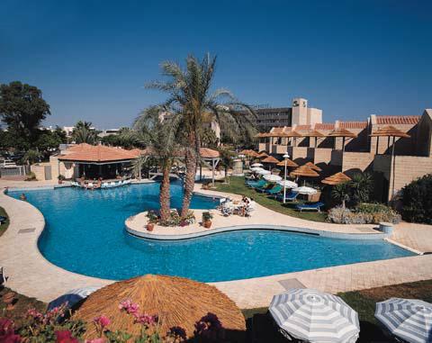Palm beach hotel - Palm beach swimming pool ...
